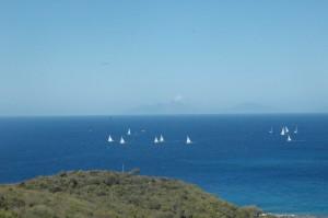 Am Horizont sieht man Montserat und der Vulkan ist sehr aktiv.